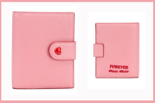 MIU MIU folded wallet 图片来源:官网